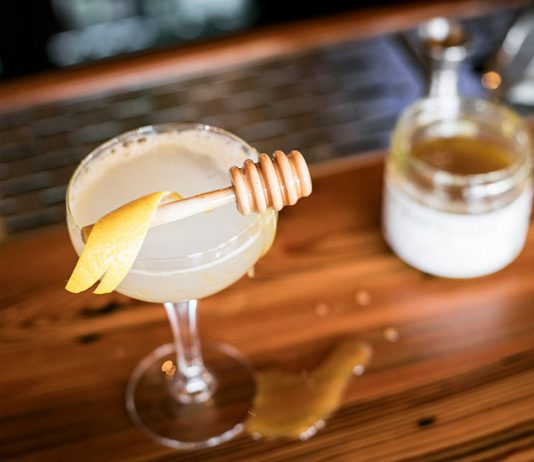 the bee's knees gin cocktail